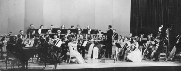 Hagen conducting Symphony