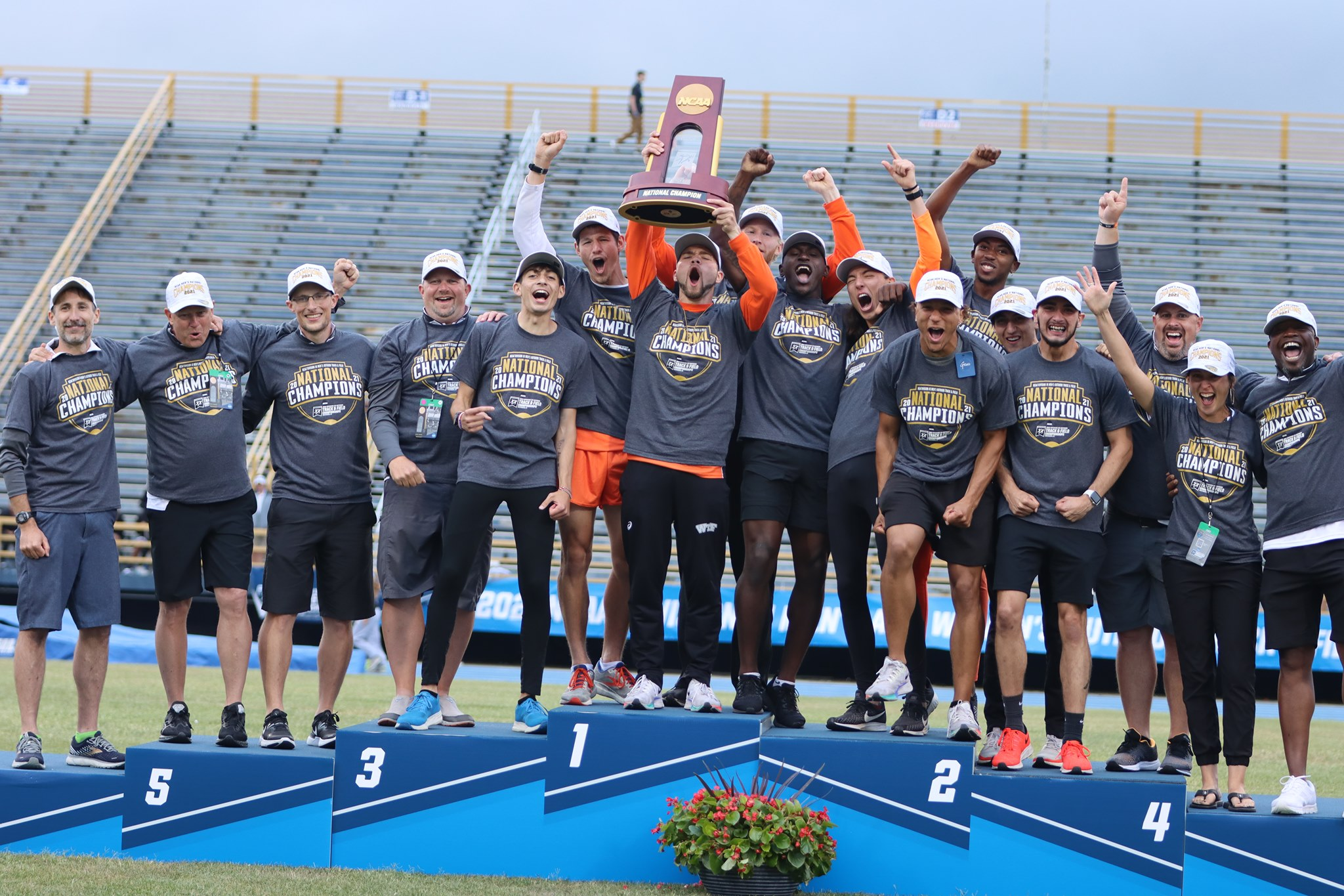 Wartburg men's track and field team wins Outdoor National Championship in 2021