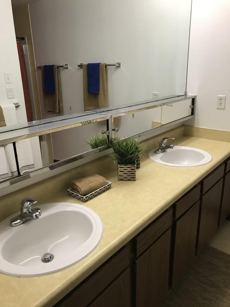 Des Moines Urban Studies apartment bathroom at Internship Village